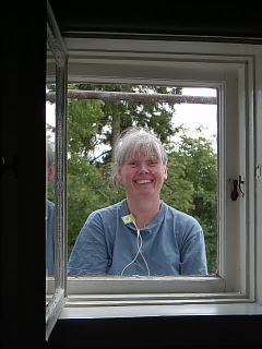 Dana utanför alkovfönstret.